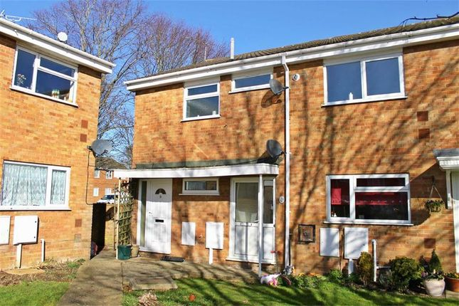Thumbnail Flat to rent in Bute Brae, Bletchley, Milton Keynes, Bucks