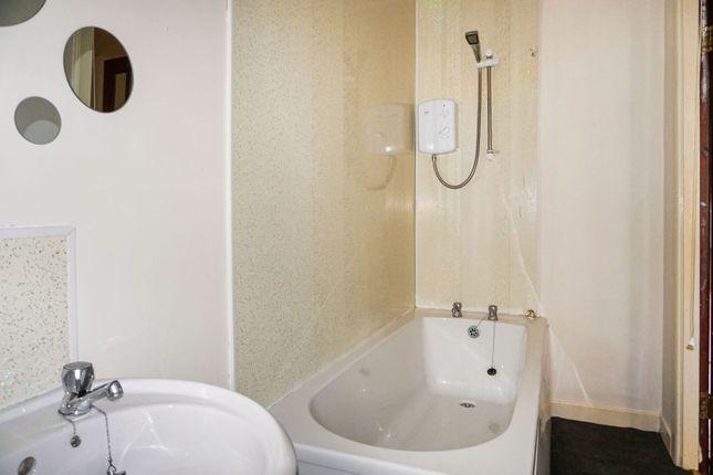Bathroom of Dempster Street, Greenock PA15