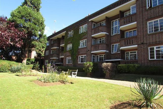2 bed flat to rent in The Mount, Luton