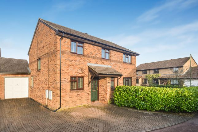 5 bed detached house for sale in Wilson Way, Caversfield, Bicester