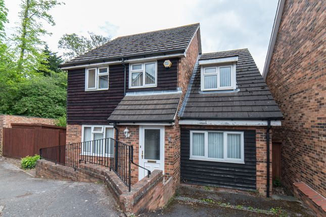 Thumbnail Detached house for sale in Old Orchard, Luton