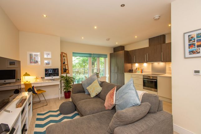 Thumbnail Flat for sale in Chatswood Mews, Sidcup, Kent