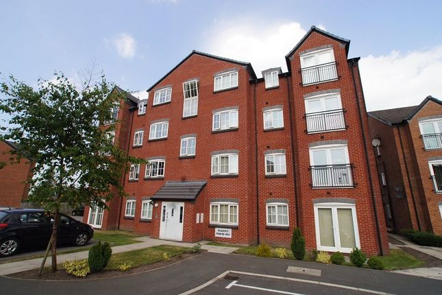 Thumbnail Flat to rent in Baldwins Close, Royton