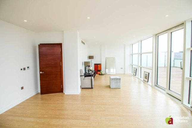 Thumbnail Penthouse for sale in Newgate, Croydon