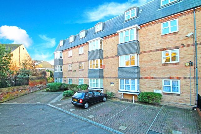 1 bed flat to rent in Darwin Court, Gravel Walk, Rochester ME1