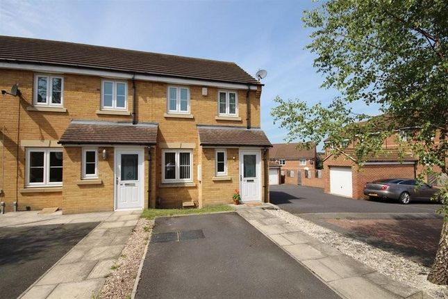 Thumbnail Town house to rent in Honeysuckle Way, Castleford