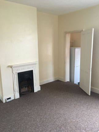 Thumbnail Flat to rent in Martindale Road, Hounslow West