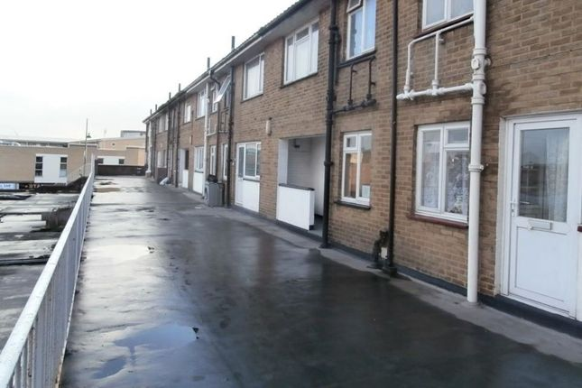 Thumbnail Flat to rent in Cross Street, Erith