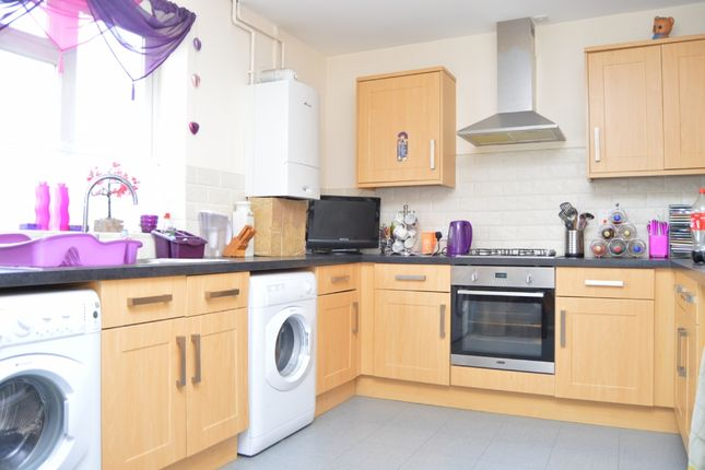 3 bed end terrace house to rent in Dagnam Park Drive, Romford