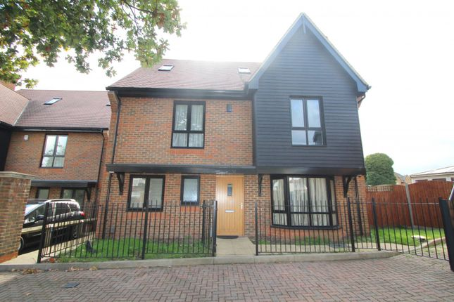 Thumbnail Property to rent in Torrance Close, Hornchurch