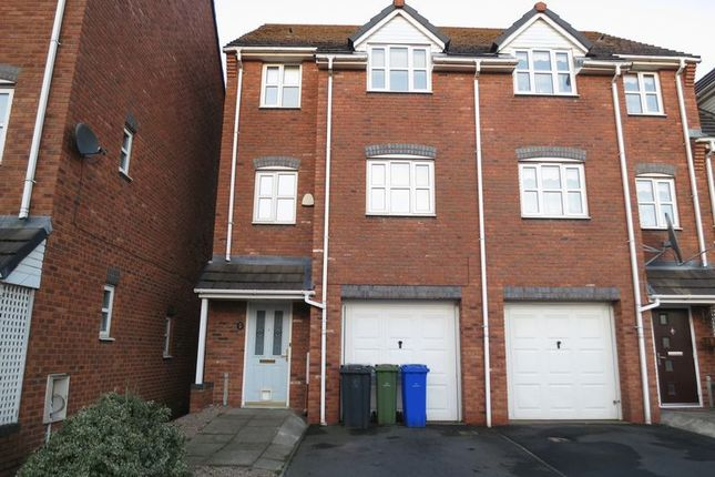 Thumbnail Town house to rent in Cromwell Avenue, Stockport