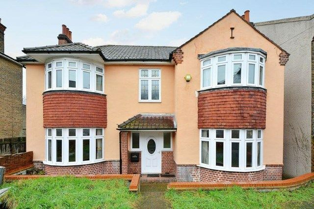 4 bed detached house for sale in Cantwell Road, London