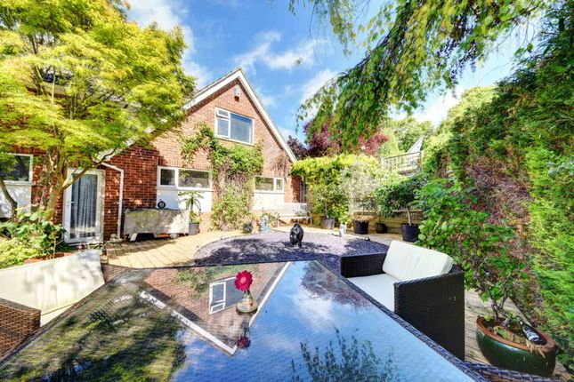 Thumbnail Detached house for sale in Squirrel Rise, Marlow