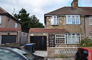 Thumbnail Terraced house to rent in Stockton Road, London