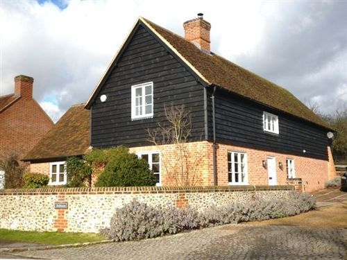 4 bed detached house to rent in Alleyns Lane, Cookham, Berkshire SL6