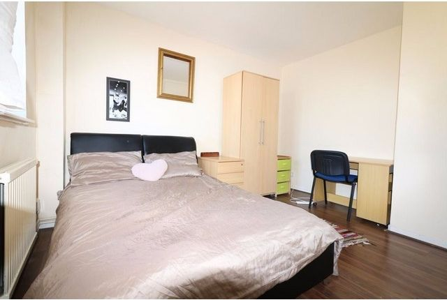 Room to rent in Abbey Road, Stratford, London