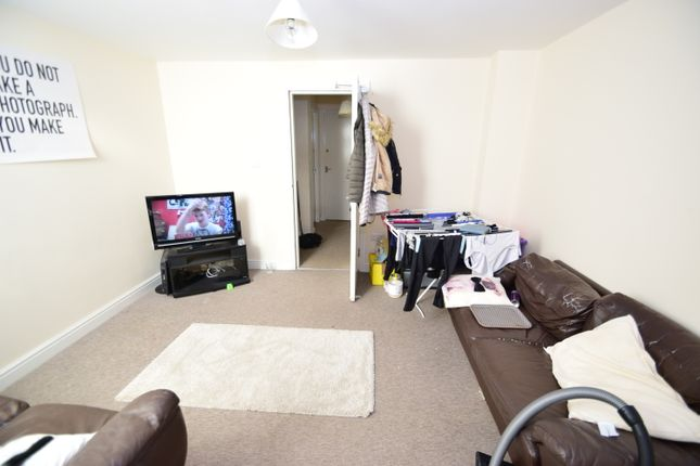 Maisonette to rent in Warwick Street, Heaton