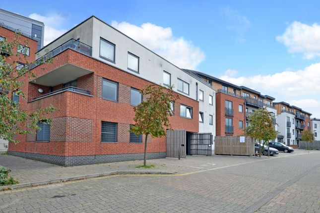 Thumbnail Flat for sale in Southern Road, Camberley