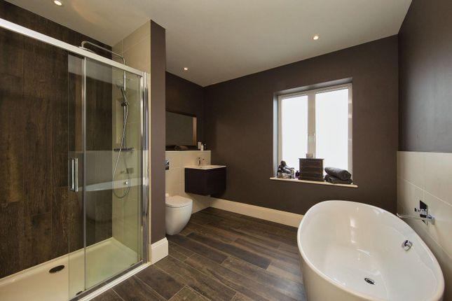 Family Bathroom of Llandaff Place, Llandaff, Cardiff CF5