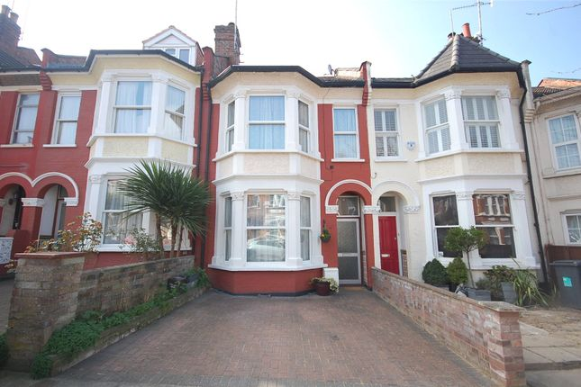 Thumbnail Property for sale in Elm Park Road, Finchley, London