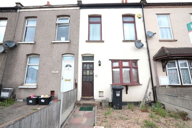 3 bed terraced house to rent in High Road, Romford RM6