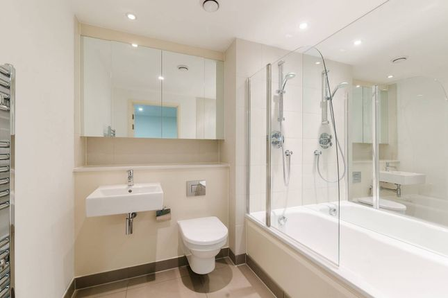 Thumbnail Flat to rent in Marsh Wall, Canary Wharf, London