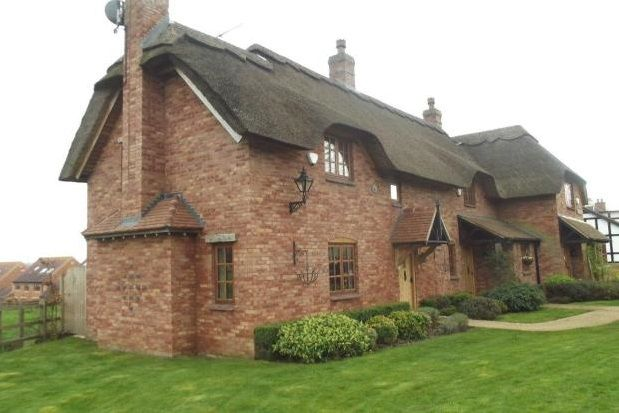 Thumbnail Cottage to rent in 3 Keyes Cottages, Dunchurch, Rugby