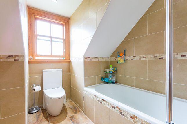 Family Bathroom of Melville Gardens, Montrose DD10
