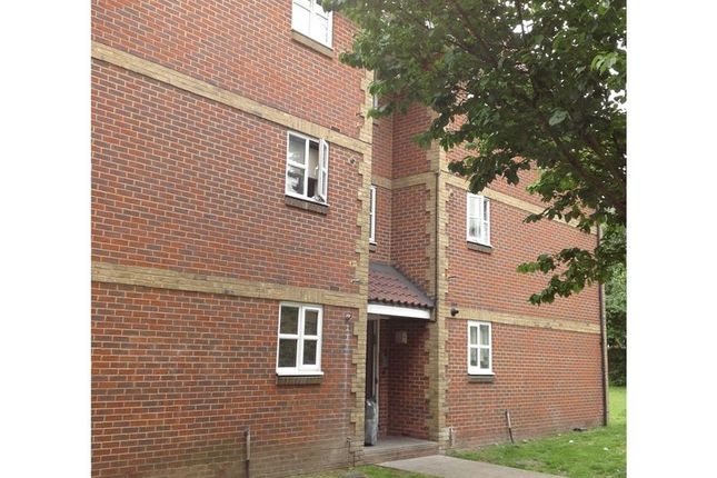 Thumbnail Flat for sale in Canada Road, Erith
