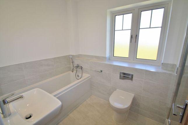 Family Bathroom of Blacklands Road, Benson, Wallingford OX10