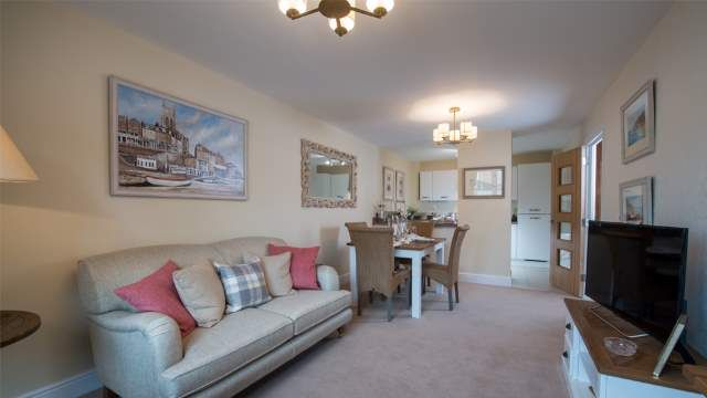 2 bedroom flat for sale in Westfield Road, Wellingborough