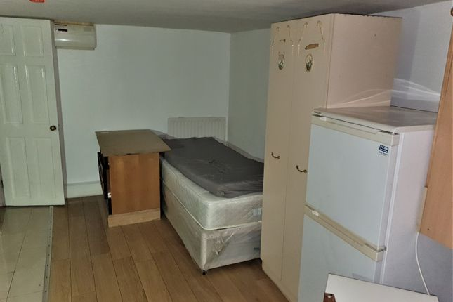 Spacious Studio Flat Available To Rent Located On Bury Park Road In Luton