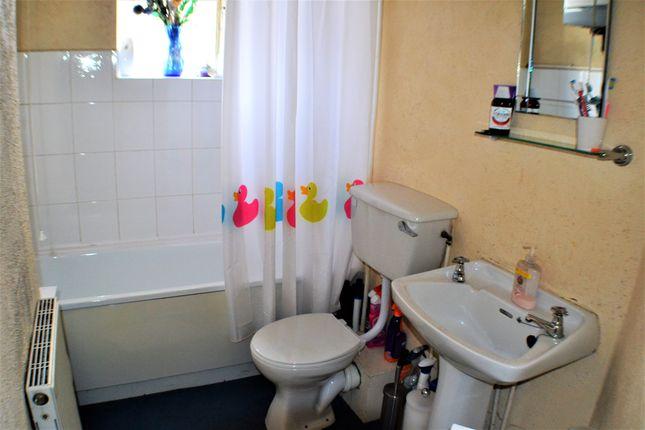 Bathroom of East Street, Leyland PR25
