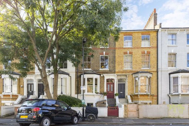 Thumbnail Property to rent in Colvestone Crescent, London