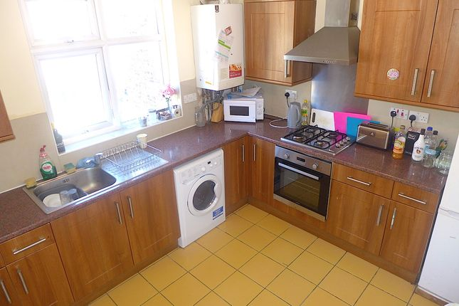 4 bed flat to rent in New Cross Road, London