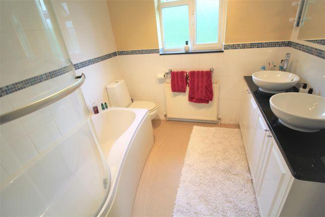 Family Bathroom of Kenmara Close, Crawley RH10