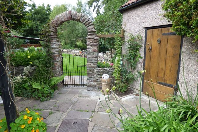 Thumbnail Cottage for sale in Moorend, Hambrook, Bristol