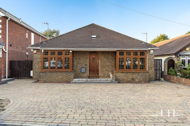 Bungalow for sale in Fanshawe Crescent, Hornchurch