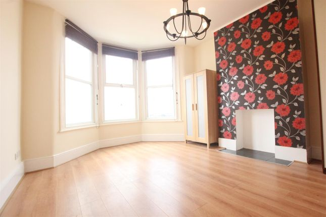 Thumbnail Flat to rent in Whymark Avenue, Wood Green, London