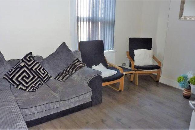 Thumbnail Maisonette to rent in Stoke Road, Slough