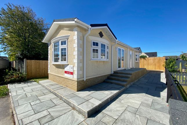 Thumbnail Mobile/park home for sale in Lumby Drive, Ringwood