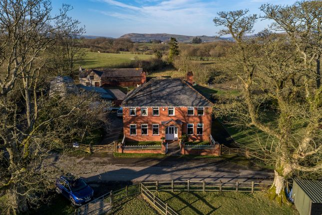 Thumbnail Farmhouse for sale in Lower Cefn, Penarth, Crossgates, Llandrindod Wells