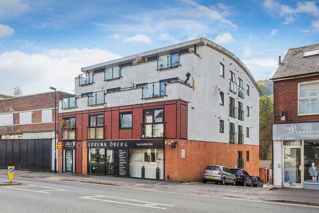 Thumbnail Flat for sale in Croydon Road, Caterham