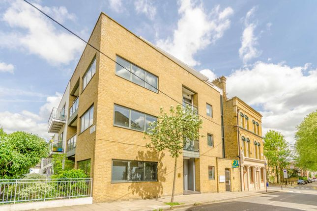Thumbnail Flat to rent in Sheringham Road, Islington