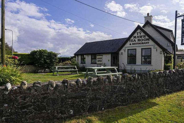 Thumbnail Hotel/guest house for sale in Llanddeiniolen, Caernarfon