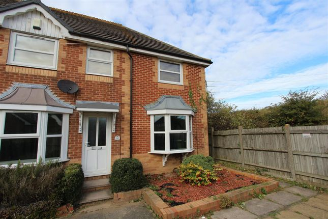 Thumbnail Town house to rent in Walsby Drive, Kemsley, Sittingbourne