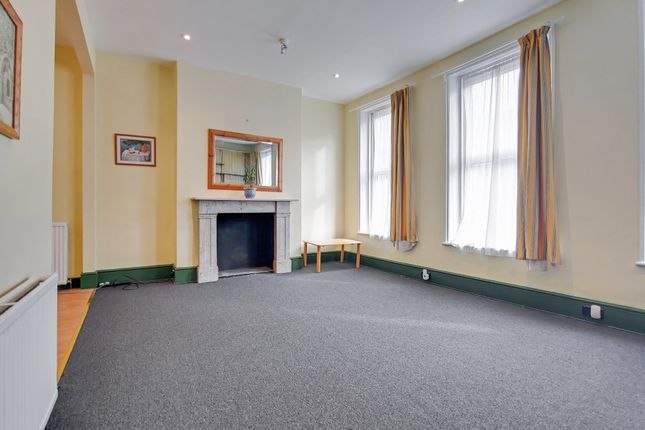 Thumbnail Flat to rent in Great Western Road, London