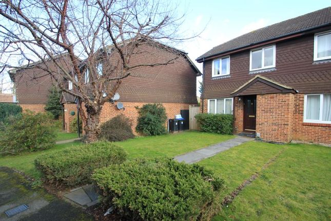 Thumbnail Property to rent in Abingdon Close, Woking