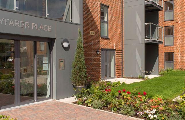 Wayfarer Place, Entrance