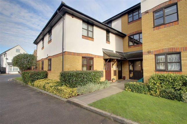 2 bed flat for sale in Water Lane, Kings Langley WD4